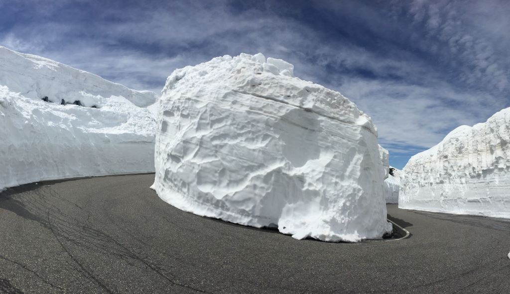 panview snow wall.JPG